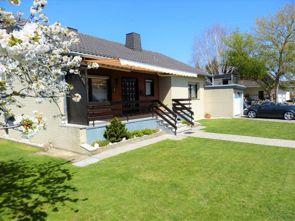 Endlich angekommen! Einfamilienhaus im Bungalowstil, vollunterkellert mit schönem Garten!