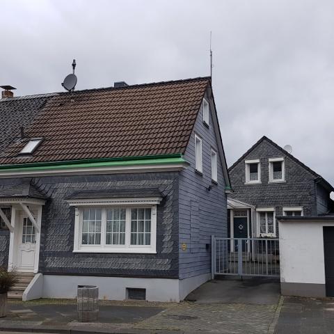 Zwei Einfamilienhäuser mit Werkstatt